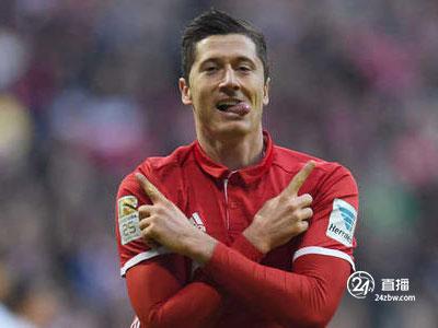 《踢球者》评出本轮德甲最佳阵容,莱万、罗伊斯入选