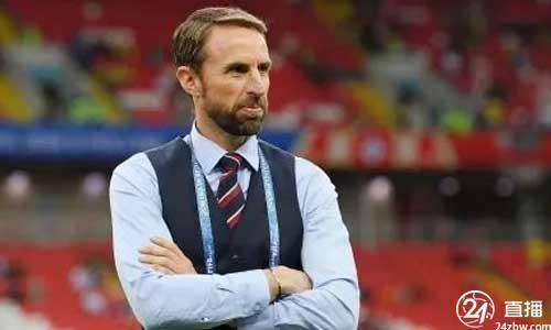克劳奇:英格兰可能会征召另一名前锋。鲁尼一直想当教练