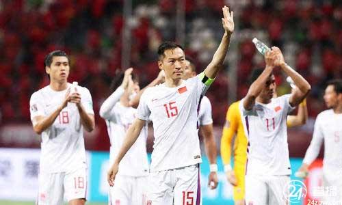 北京青年报:李铁还是选择三名前锋迎战叙利亚
