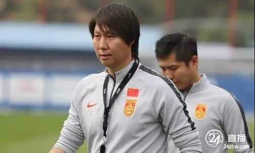北京日报:国足教练组将通过对中超球员的调查,优化12强比赛名单