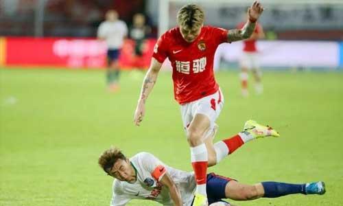 埃克森的帽子戏法,艾伦的进球,广州5-0战胜青岛
