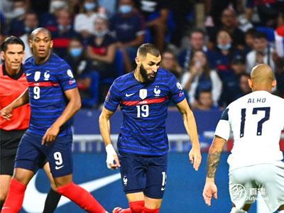 在世界杯预选赛中,格利茨曼打了双冠王,本泽马助攻,法国2-0击败芬兰