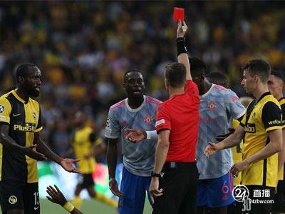 克里斯蒂亚诺·罗纳尔多很难救人,万比萨牌是红色的,冠军联赛有10人,曼联客场2-1输给了这位年轻人