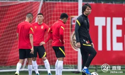 广州日报:国家足球队将在中越战争前至少进行三场热身赛