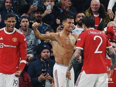 在冠军联赛小组赛中,林加德助攻,罗纳尔多读秒获胜,曼联主场2-1逆转比利亚雷亚尔